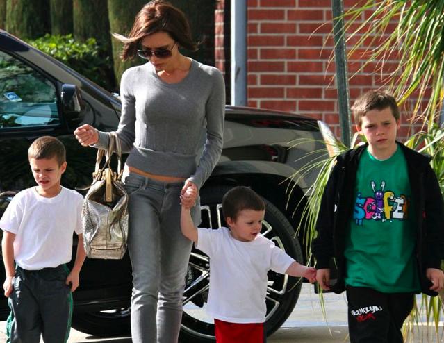 Victoria beckham avec ses 3 fils : broklyn joseph 9 ans, roméo james